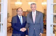 越南政府总理阮春福与新加坡总理李显龙举行会谈