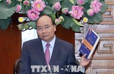 越南政府总理阮春福会见《军人记忆选集》编撰指导委员会