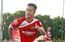 对足球充满激情的越南歌手