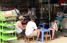 户外公益图书角    为河内图书爱好者免费阅读提供服务
