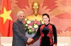 越南国会主席会见联合国常驻越南协调员与联合国儿童基金会驻越首席代表