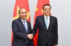 ASEM 12: 阮春福总理会见中国国务院总理李克强