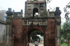 土河古村的独特建筑让游客大吃一惊