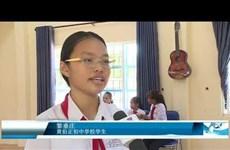 岘港市各所学校免费举行暑假发牌唱曲培训班