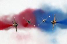 韩国空军飞机表演   庆祝韩国-东盟特别峰会(组图)