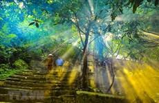 沛顶山上1000多年历史的古寺(组图)