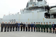 """组图:英国皇家海军""""企业号""""海军测量船访问海防市"""