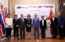 组图:越南将防疫物资移交给8个国家