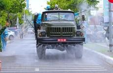 组图:在岘港市各条街道上喷洒消毒液,防控疫情