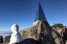 沙坝番西邦峰出现下雪天气(组图)