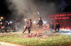 宣光省红瑶族努力保护和弘扬跳火习俗