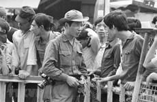 组图:在胡志明战役中奋勇前进的越通社记者
