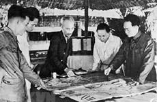 组图:胡志明主席与武元甲大将在奠边府战役中起着重要领导作用
