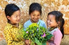 组图:准天古村哈尼族小孩甜美的笑容让人流连忘返