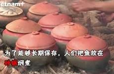 河南省大黄村居民忙碌烹制红烧鱼 为春节提供服务