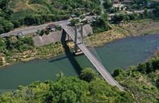 组图:达克容县悬索桥——广治省西部山区的象征