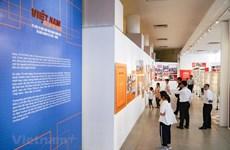 组图:越南特殊摄影展颇受观众的青睐