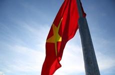 李山岛最高山峰上的升旗仪式