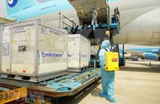 首批新冠肺炎疫苗运抵越南