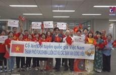 福岛市人民为越南运动健将们加油鼓励