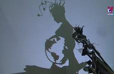 90后雕刻家将废弃物拼成充满创意的影子雕塑