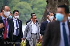 组图:日本首相菅义伟在还剑湖走路锻炼身体