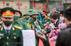 组图:河内市上千名新兵纷纷启程奔赴军营