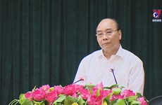 越南国家主席阮春福在胡志明市举行选民接待活动