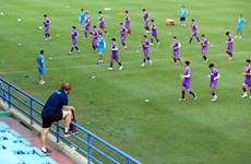 组图:朴恒绪教练在隔离期满后与越南国家足球队一起训练