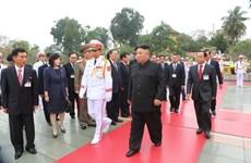 朝鲜最高领导人金正恩前往英雄烈士纪念碑敬献花圈(组图)