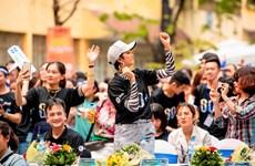越南环球小姐赫姮尼依参与2019年地球1小时熄灯活动(组图)