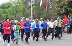 越南全国各地积极响应全民健身奥林匹克长跑日(组图)