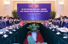 越柬陆地边境口岸混合工作组第一轮会议在河内召开