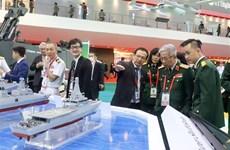越南国防部代表团对新加坡进行工作访问