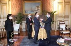 越南驻法国大使阮涉荣获法国总统的北斗倍星勋章