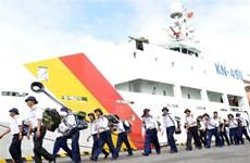 满载年货的轮船驶往长沙 送去浓浓的新年祝福(组图)