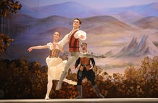 河内上演芭蕾舞剧《吉赛尔》庆祝俄罗斯国庆节(组图)