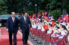 柬埔寨首相洪森对越南进行正式访问(组图)