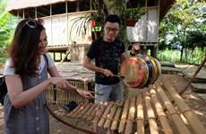越南青年一代了解各民族传统文化(组图)