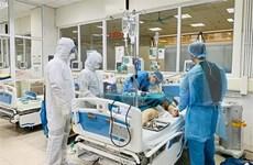 越南一流医生对两例新冠肺炎危重症患者进行远程会诊
