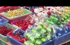 圣诞节临近  装饰品批发市场热闹