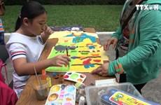 青年儿童通过绘画活动体现对传统奥黛之爱