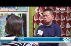 越南画家的个人画展受到美国参观者的欢迎