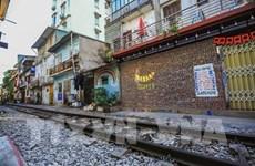"""来首都河内体验""""火车村""""的探险旅游"""