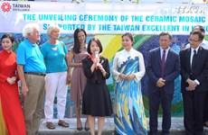 新陶瓷壁画展示越南与国际朋友的友谊