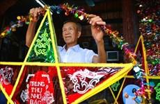 报答村村民努力保护地方传统灯笼制作业
