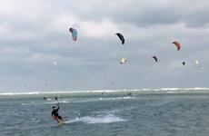 宁顺省宁楚风筝帆板节吸引世界各国运动员参加