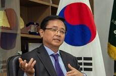 组图:旅居越南韩国人支持越南新冠肺炎疫情防控措施