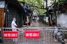 组图:越南职能机构对第39例新冠肺炎确诊病例的居住小区进行封锁隔离
