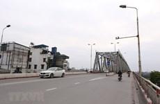 组图:保持社会距离期间   河内跨河桥行人寥寥无几